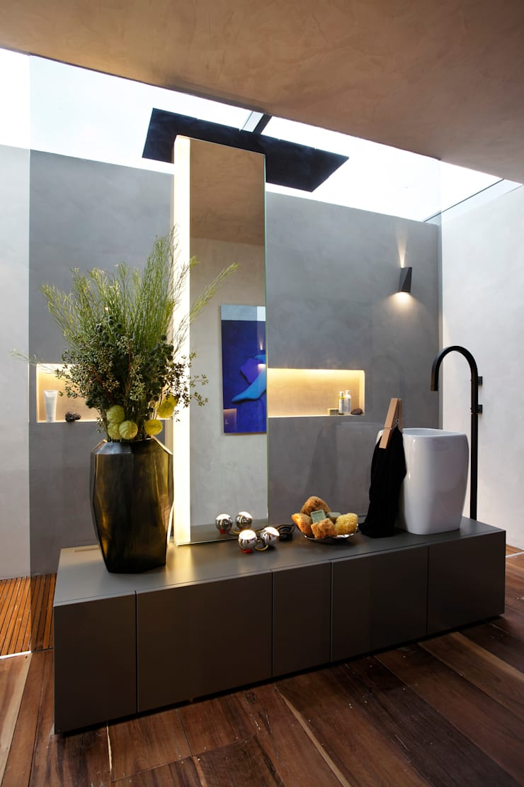 Casa Cor 2013: Banheiros  por Gisele Taranto Arquitetura,