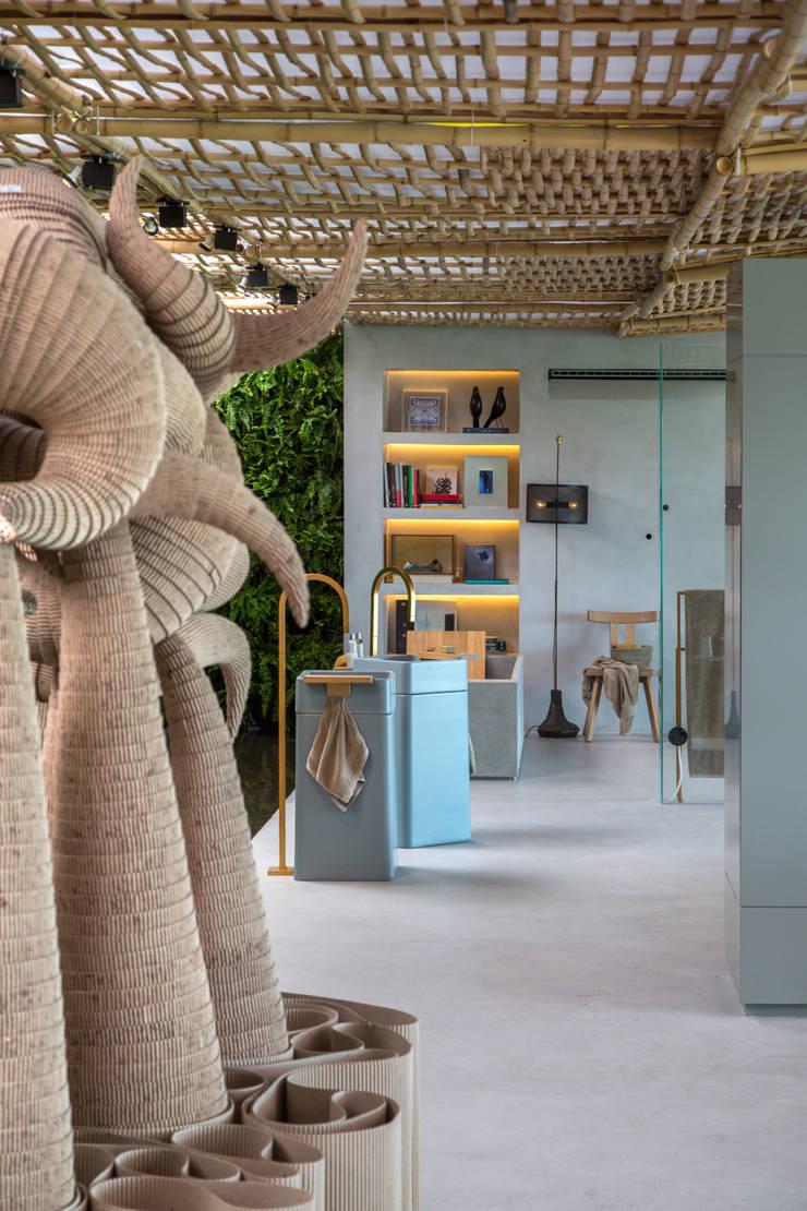 Loft Tropical – Casa Cor 2014: Banheiros modernos por Gisele Taranto Arquitetura