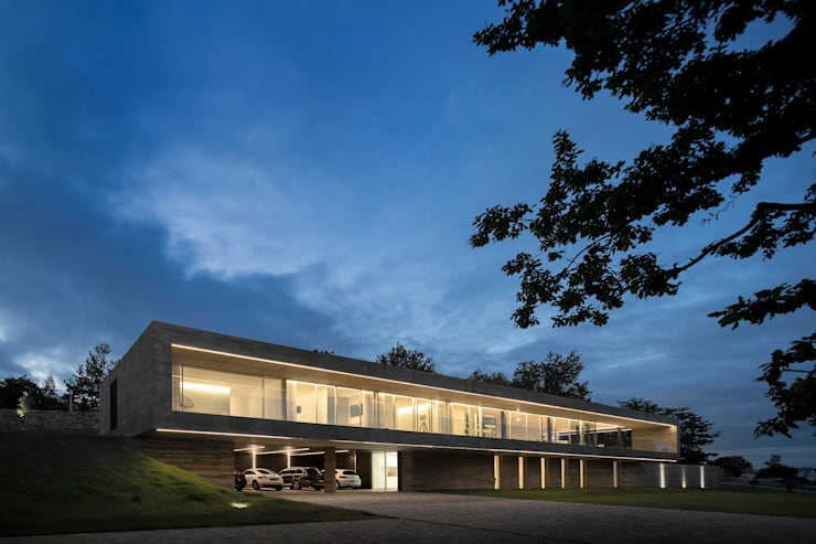 Casas de estilo moderno por spaceworkers®