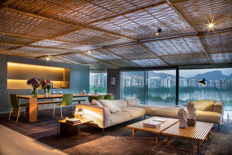 Salas de estar modernas por Gisele Taranto Arquitetura