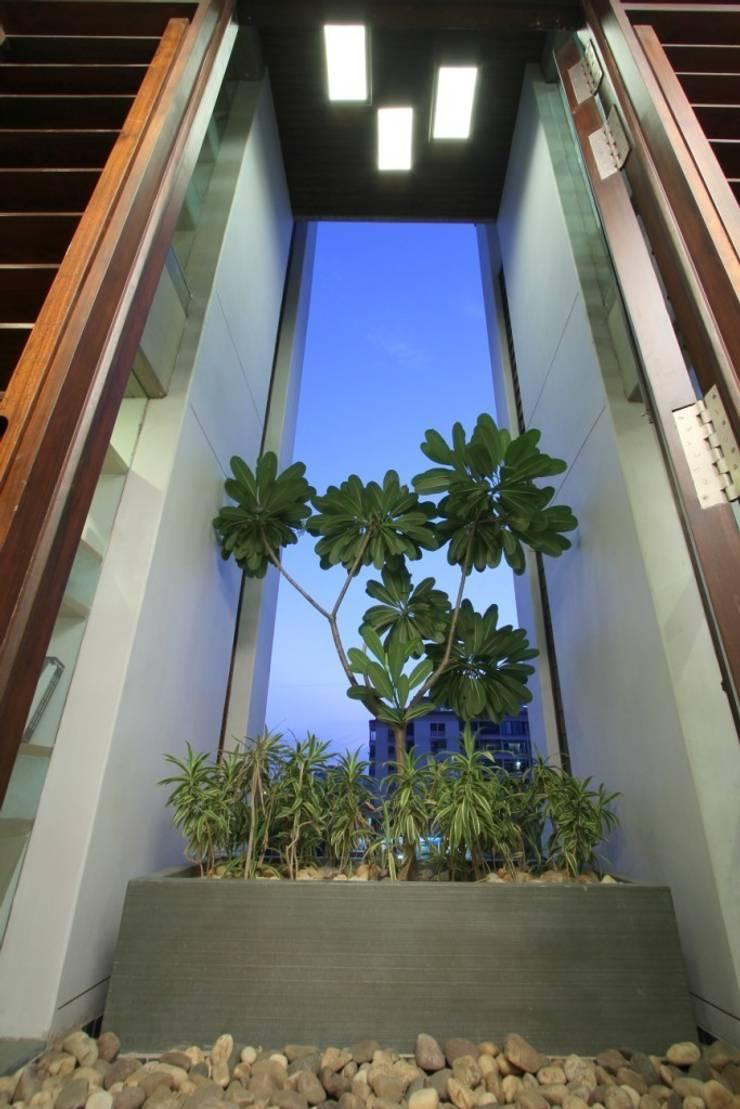 MSA HOUSE:   by MODI SRIVASTAVA AND ASSOCIATES