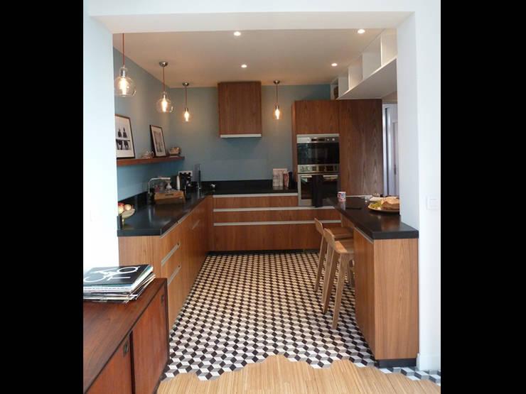 M&N: Salle à manger de style  par Julie Rosier Architecture
