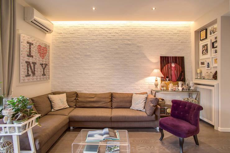غرفة المعيشة تنفيذ MOB ARCHITECTS