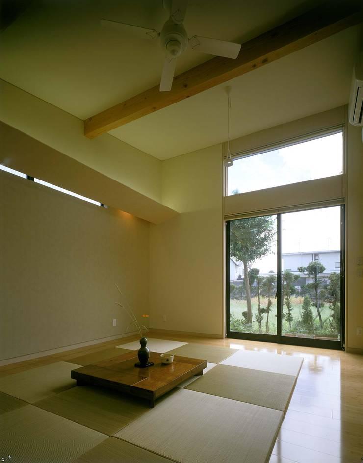 寝室: 牧野建築計画が手掛けた寝室です。