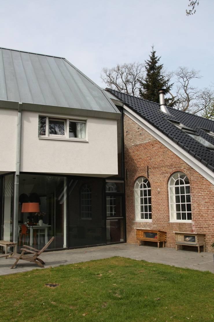 Nieuwbouw en verbouw hallen boerderij: moderne Huizen door Architectenbureau Jules Zwijsen
