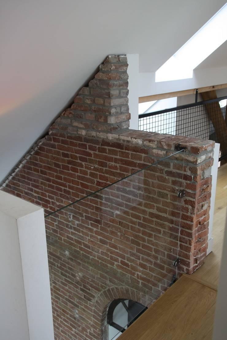 Nieuwbouw en verbouw hallen boerderij:  Gang en hal door Architectenbureau Jules Zwijsen