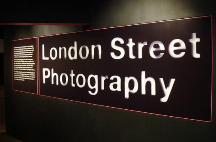 London Street Photography, 2011: Centre d'expositions de style  par mayanne.trias