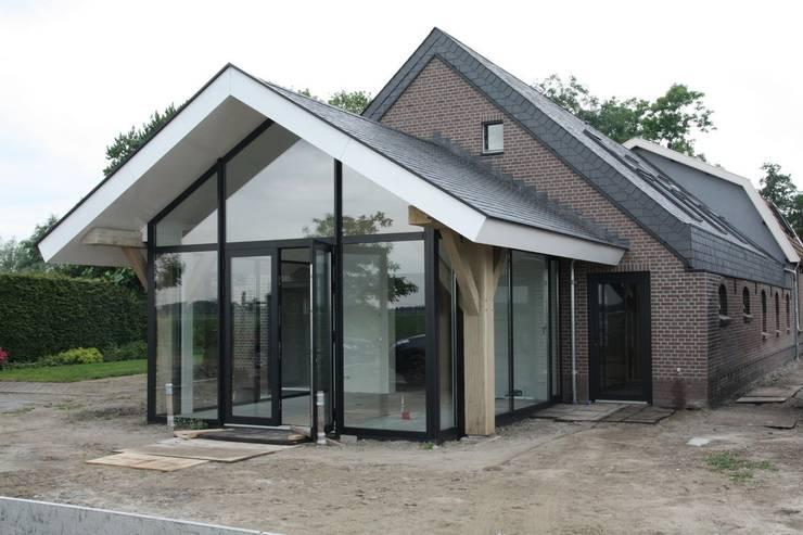Verbouw stal bij boerderij:  Huizen door Architectenbureau Jules Zwijsen