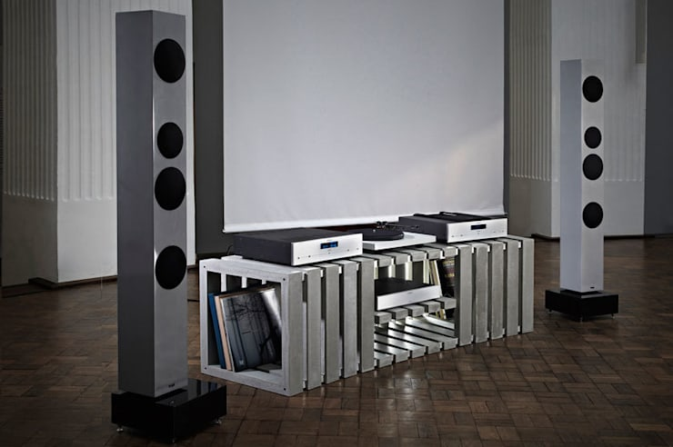 minimalistic Living room by Kompatibel Design