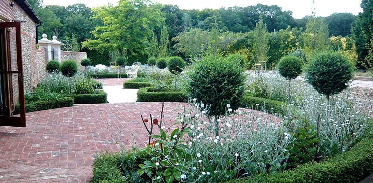 A walled garden near Henley on Thames:   by Joanne Alderson Design