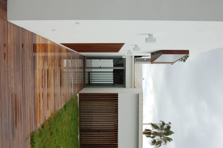 arquitectura: Casas de estilo  de Arquitectura e Interiorismo en Cadiz