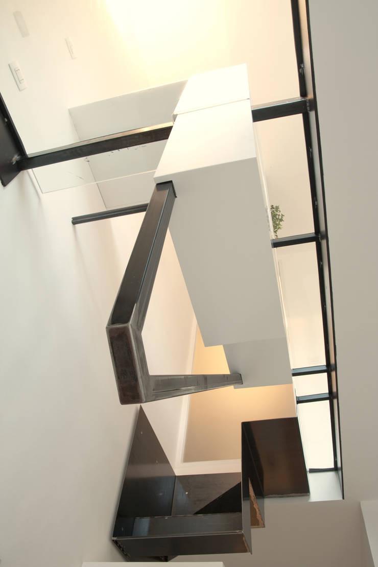 WINDSURF:  in stile  di BLA! UFFICIO DI ARCHITETTURA, Moderno