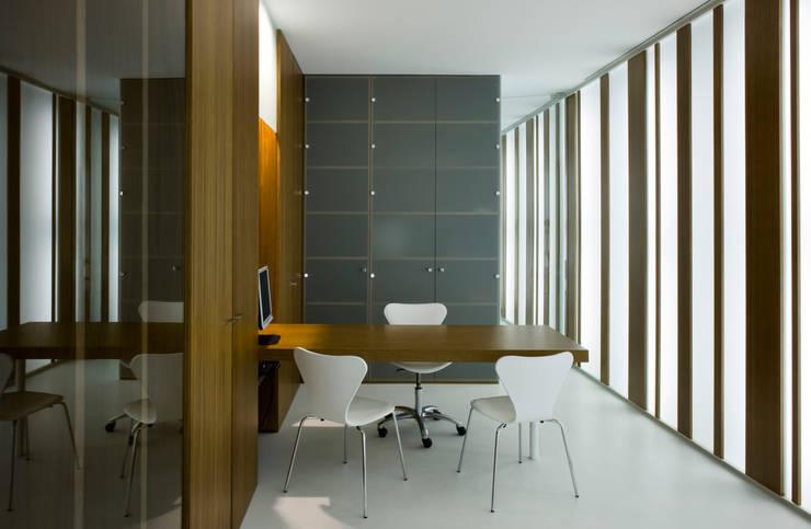 mobiliario: Estudios y despachos de estilo  de Arquitectura e Interiorismo en Cadiz