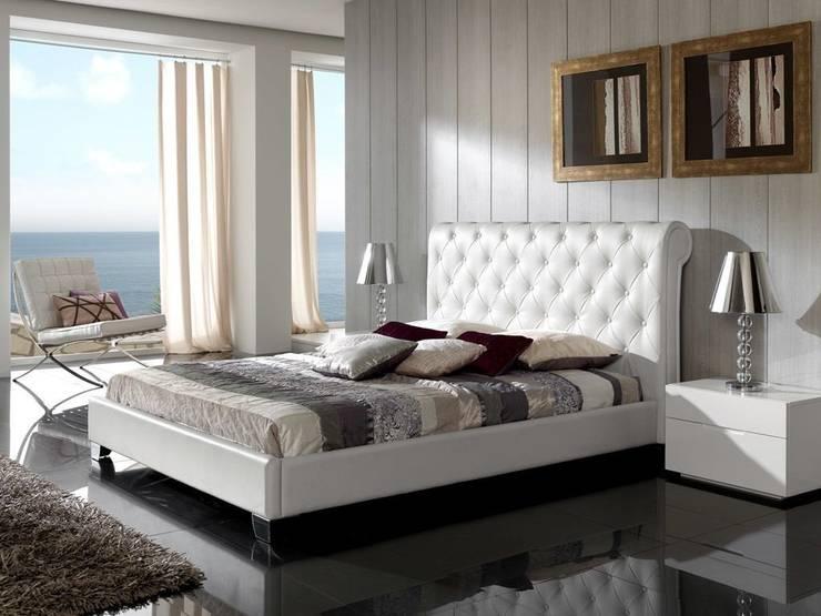 Cama Moderna Tapizada Salou: Dormitorios de estilo  de Ámbar Muebles