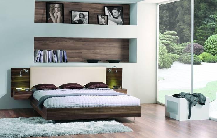 Cama Moderna Sophie: Dormitorios de estilo moderno de Ámbar Muebles