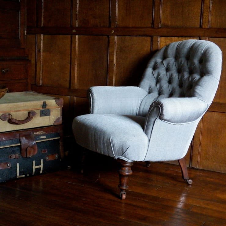 Victorian armchair:  Living room by Linney Hughes