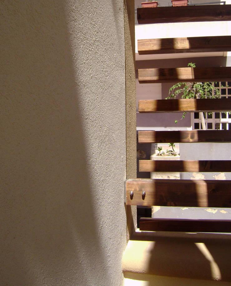 CASA DIBERNARDO-VEGNA: Terrazza in stile  di FZArch, Moderno