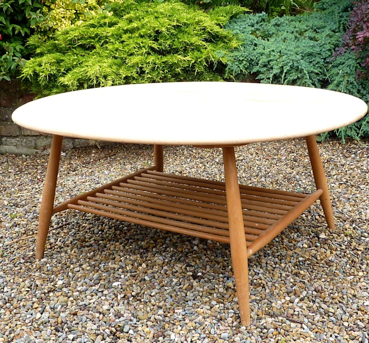 Ercol Coffee Table:  Living room by Linney Hughes