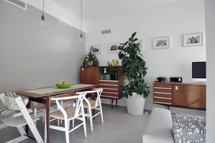 Vista del soggiorno: Case in stile  di Reggiani Davide Architetto, Scandinavo
