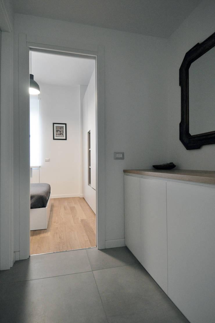 Vista dello spogliatoio: Case in stile  di Reggiani Davide Architetto, Scandinavo