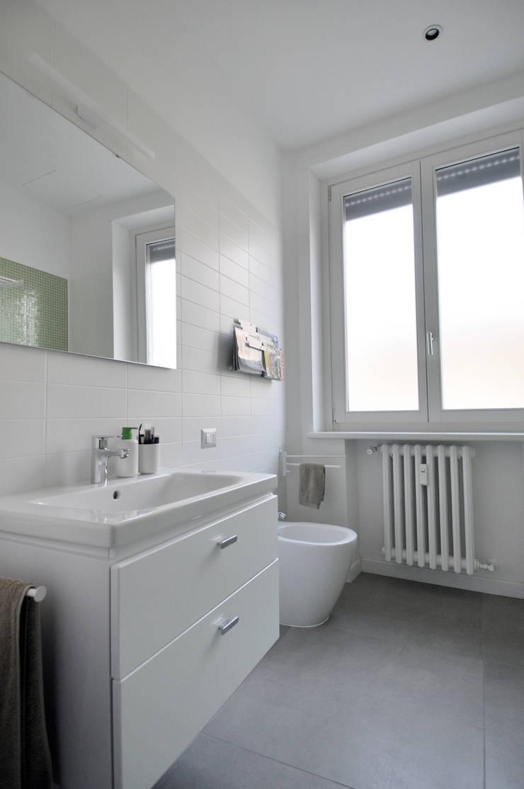 Vista del bagno: Case in stile  di Reggiani Davide Architetto, Scandinavo