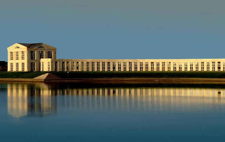 Les Temples du Lac:  de estilo  de Ricardo Bofill Taller de Arquitectura