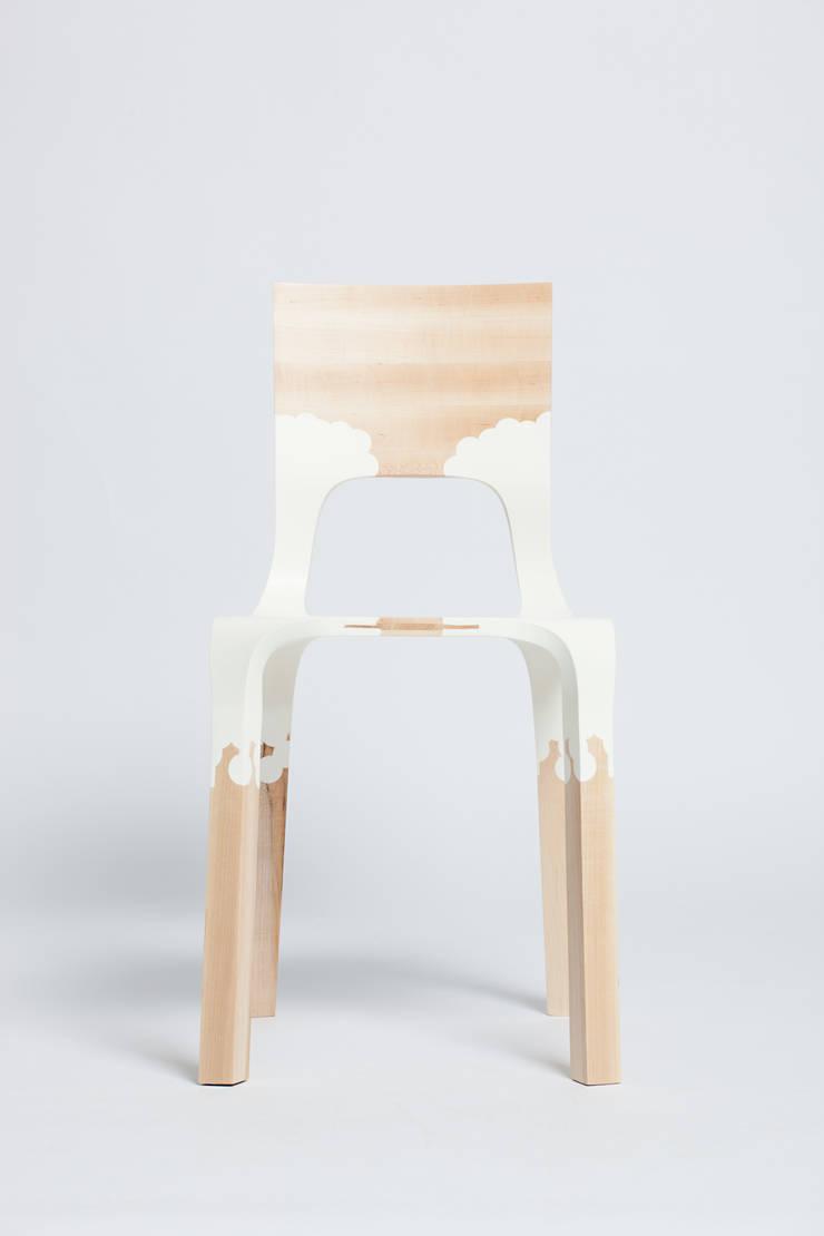 The PlasticNature chair:  Eetkamer door PeLiDesign
