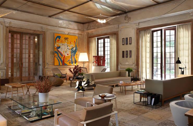 Lounge do Hotel Casa Cor Rio 2012: Salas de estar  por Gisele Taranto Arquitetura