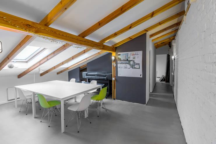 AGENCE D'ARCHITECTURE GRUPA HYBRYDA: Bureau de style  par GRUPA HYBRYDA