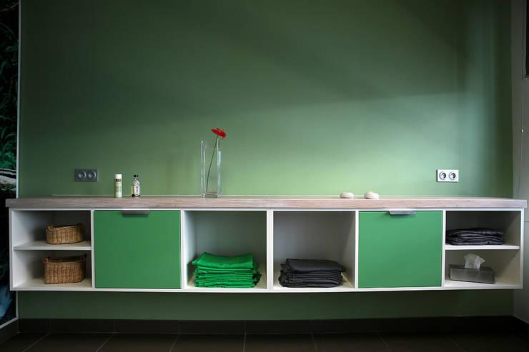 Cabinet de Kinésithérapeute : Bureau de style  par Interieur Design Tahiti