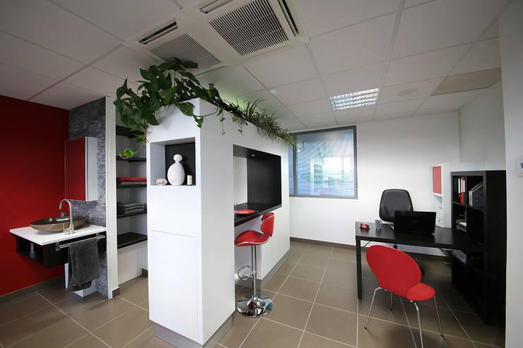 Un meuble Intelligent: Bureau de style  par Interieur Design Tahiti