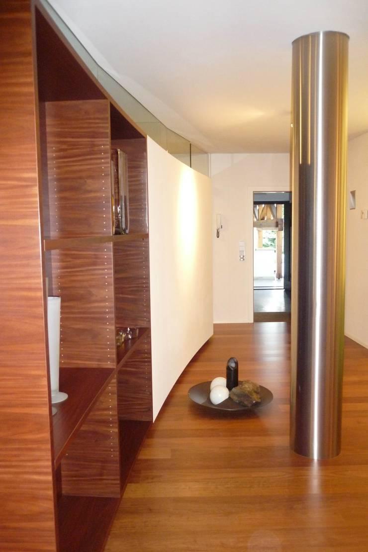 Interno Openspace: Soggiorno in stile  di Mkstudio - Arch. Domenico Mariani & Gotthard Kerschbaumer, Eclettico