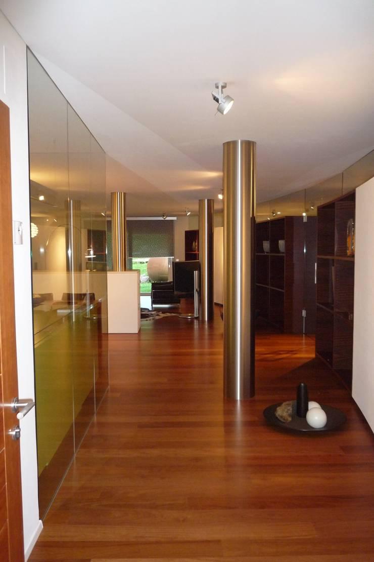 Interno - Openspace: Ingresso & Corridoio in stile  di Mkstudio - Arch. Domenico Mariani & Gotthard Kerschbaumer, Eclettico