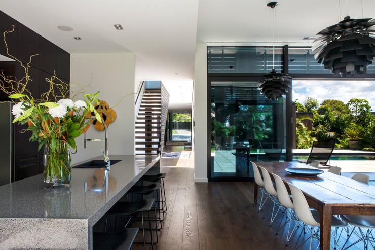 Salas de estar modernas por Dorrington Atcheson Architects