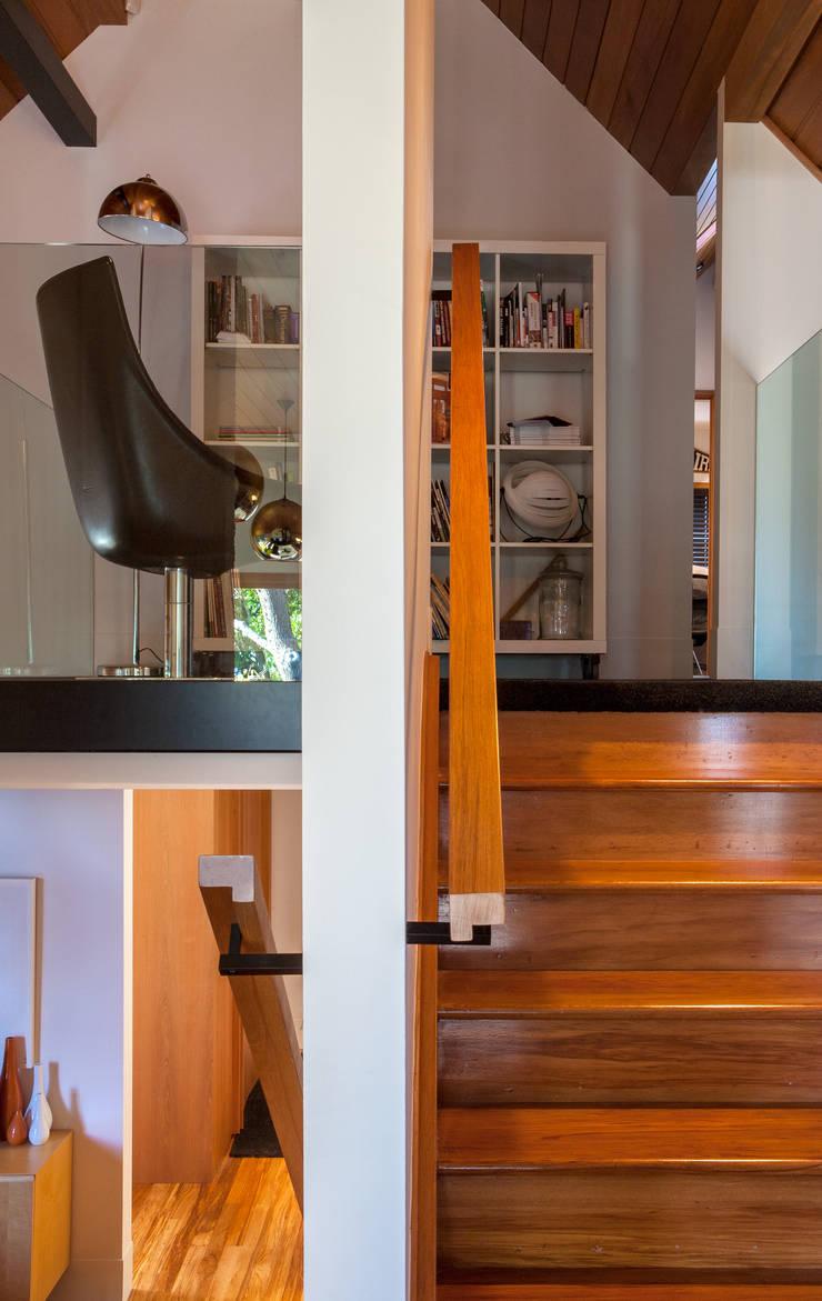 Marine Parade:  Living room by Dorrington Atcheson Architects