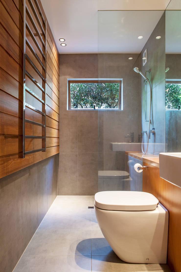 Marine Parade:  Bathroom by Dorrington Atcheson Architects