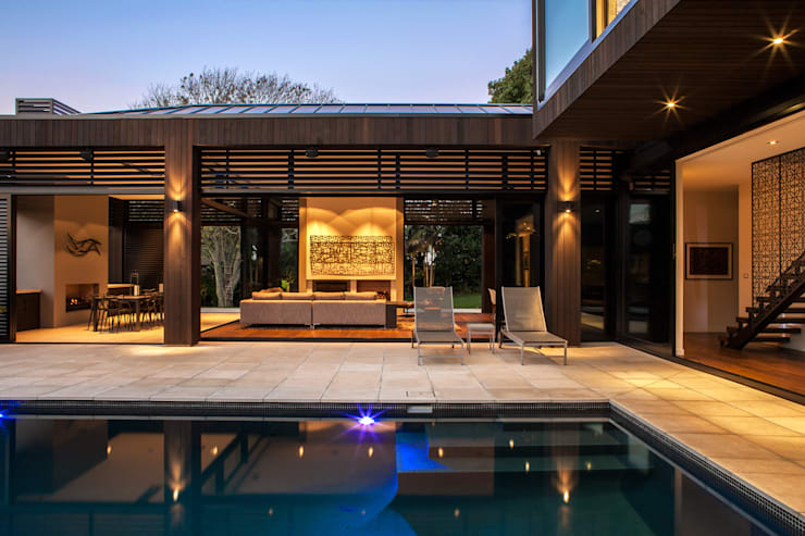 Godden Cres: modern Pool by Dorrington Atcheson Architects