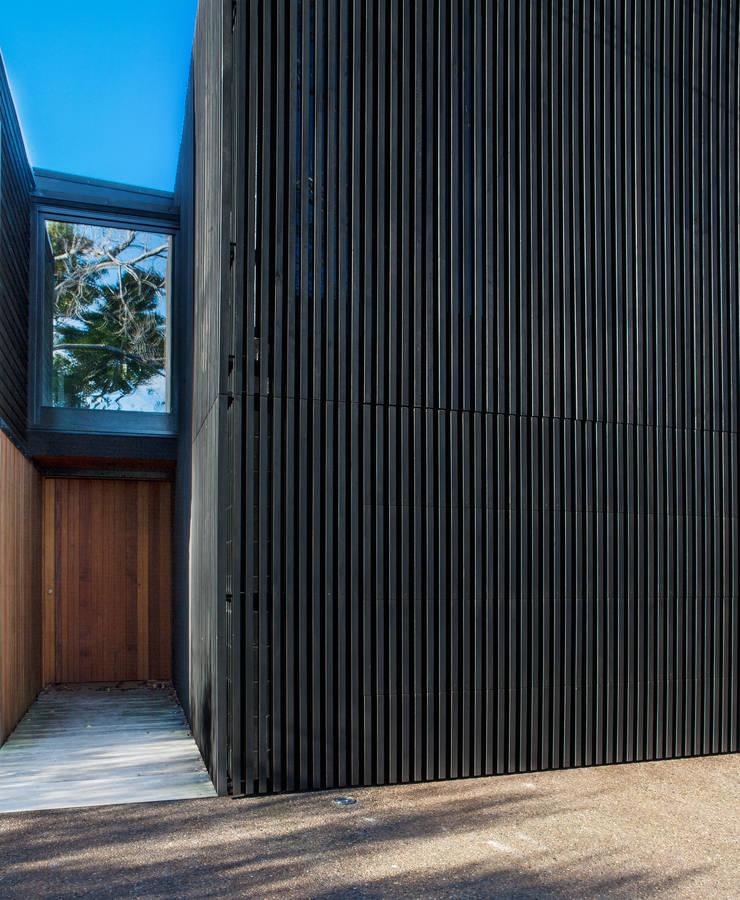 Marine Parade Fenêtres & Portes modernes par Dorrington Atcheson Architects Moderne
