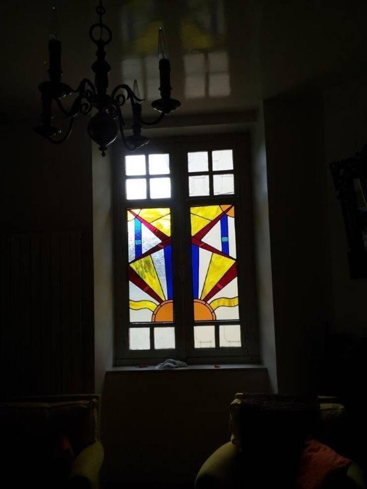 Fenêtre exterieur : Maison de style  par Verre Curieux