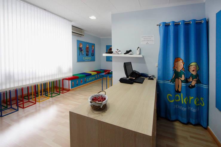 Zapatería Colores: Oficinas y Tiendas de estilo  de PREGON.net
