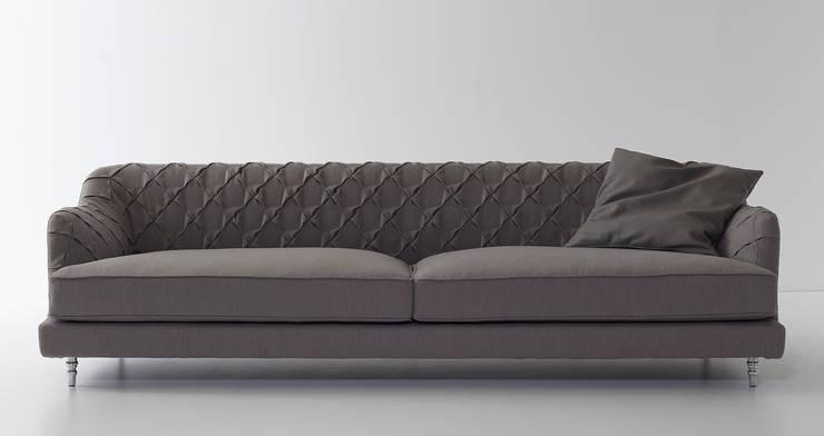 Chloe sofa:  in stile  di Nube Italia