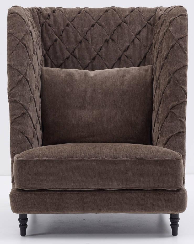 Chloe armchair: Soggiorno in stile  di Nube Italia