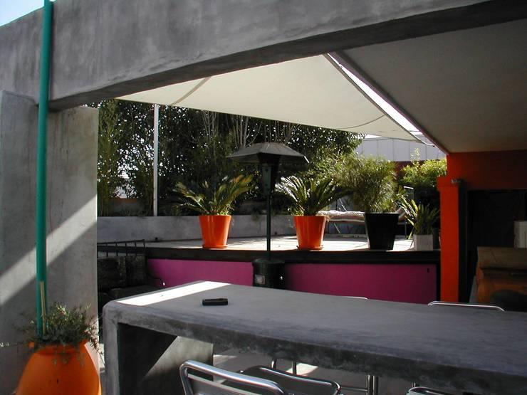 Pool House:  de style  par Suzanne Mingueza