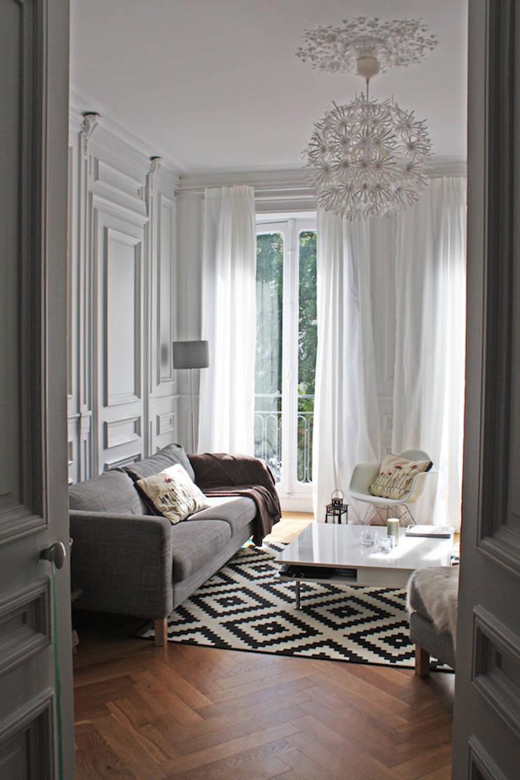 Appartement Scandinave & Français: Salon de style  par Matin de Mai