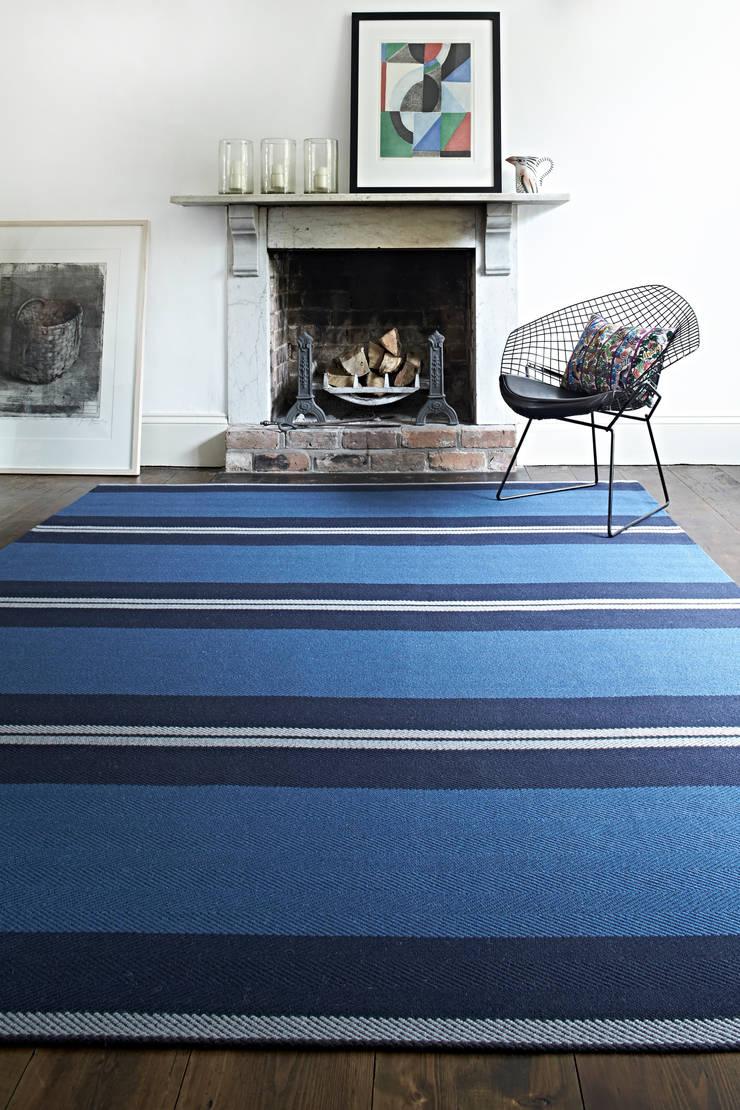 Roger Oates Bespoke Rugs:  Living room by Roger Oates Design
