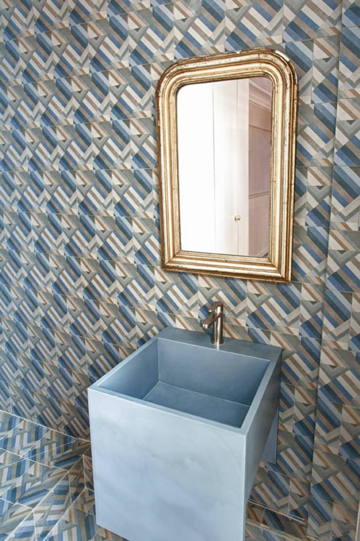 2P SUR MESURE // APPARTEMENT: Salle de bains de style  par apie architectes