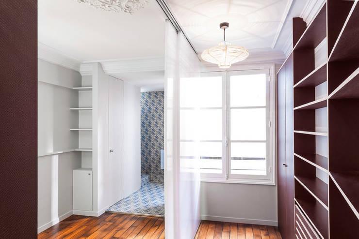 2P SUR MESURE // APPARTEMENT: Chambre de style  par apie architectes