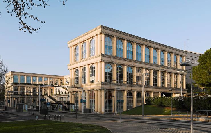 Les Echelles de la Ville:  de estilo  de Ricardo Bofill Taller de Arquitectura