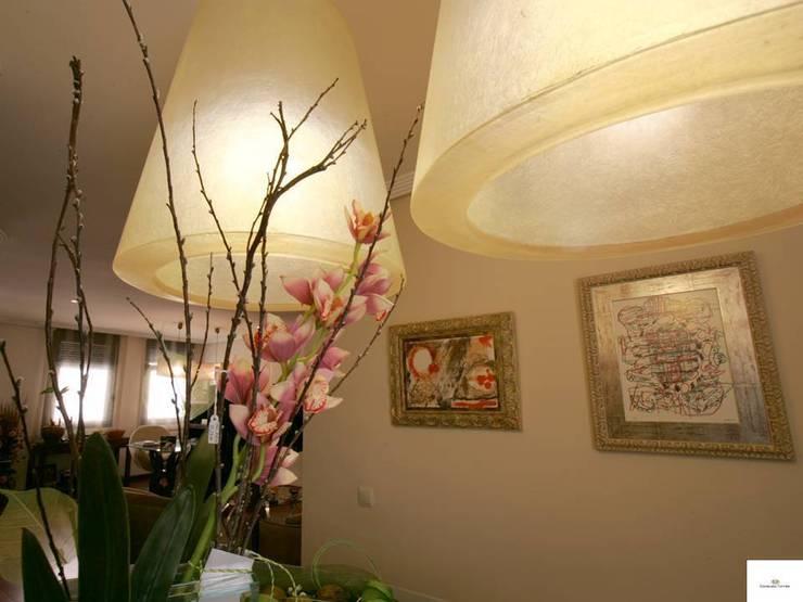 La importancia de la iluminación: Oficinas y tiendas de estilo  de CONSUELO TORRES