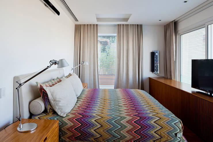 modern Bedroom by Gisele Taranto Arquitetura